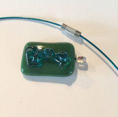Glassieraad-opaalglas-cadeau voor de vrouw-art-glass-tijdloos sieraad-ketting-verzilverd-unieke sieraden-Italiaans Baoliglas-groen-blauw door CHARLOTTeGLAsARt op Etsy
