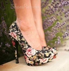 Gorgeous floral Round Toe Heels