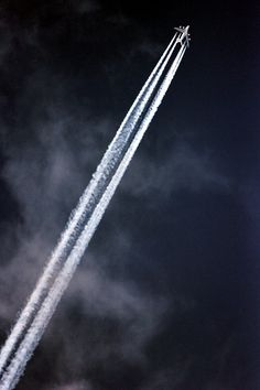 Airbus A380 by jonf45