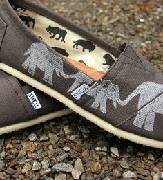 Stampede around town in these custom Toms shoes. Cute Work Outfits, New Outfits, Casual Outfits, Fashion Outfits, Summer Outfits, Moda Fashion, Girl Fashion, Womens Fashion, Fashion Spring