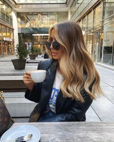 member, Reece Andavolgyi, shares how to get amazing hair using dry shampoo. Blonde Hair Looks, Brown Blonde Hair, Brunette Hair, Fall Blonde Hair Color, Blonde Honey, Brunette Color, Brown Hair Balayage, Hair Color Balayage, Hair Highlights