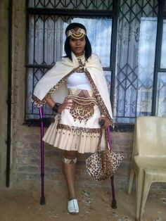 Modern Zulu woman in traditional outfit & traditional zulu bride - Reny styles Zulu Traditional Attire, Traditional Wedding Attire, African Traditional Wedding, African Traditional Dresses, Traditional Outfits, Traditional Design, Short African Dresses, African Print Dresses, African Wear