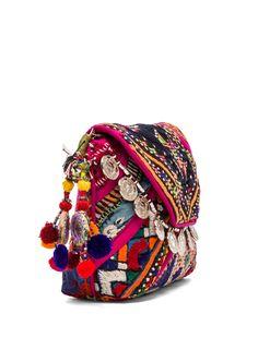 Gypsy 05 Pushkar Clutch em Fúcsia   REVOLVE