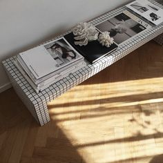 Furniture For Sale Black Friday Cheap Patio Furniture, Diy Furniture, Azulejos Diy, Ikea Tiles, Tiled Coffee Table, Tile Tables, Design Creation, Bench Designs, Diy Table