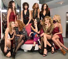Gigi Hadid shows some leg in a black and white wrap dress at DVF show Kendall Jenner, Kylie, Karlie Kloss, Gigi Hadid, New York Fashion, Diane Von Furstenberg, Nyfw Style, Fashion Models, Fashion Show