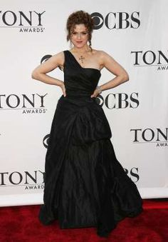 Bernadette Peters stuck with a classic red carpet color -- black -- at the 2006 Tony Awards but opte... - Peter Kramer/Getty Images