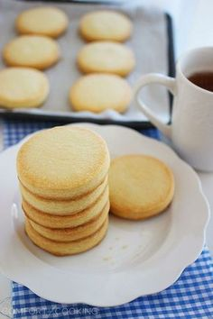 29 Quick and Easy Cookie Recipes 3 Ingredients 3 Ingre nt Shortbread Cookies Köstliche Desserts, Delicious Desserts, Dessert Recipes, Yummy Food, French Desserts, Dessert Healthy, Plated Desserts, Tea Cakes, Baking Recipes
