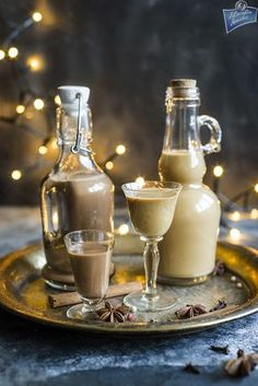 Likier Bożonarodzeniowy Homemade Liquor, Homemade Gifts, B Food, Christmas Cocktails, Xmas Food, Polish Recipes, Irish Cream, Cocktail Drinks, Coffee Drinks