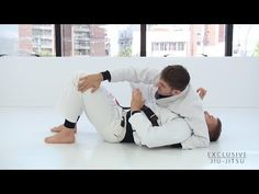 https://www.youtube.com/watch?v=ecIw6JyspWA Please send us your doubt: contato@exclusivejiujitsu.com.br or by comment. Instagram: https://www.instagram.com/exclusivejiujitsu/ Guilherme Pinheiro and Didi Martins. • Position : 0:39 – Concepts to control the partner in the side control. 5:40... Jitseasy