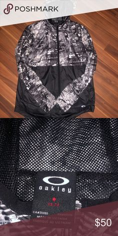 d5369ef1ec2a7 Barley worn Oakley Windbreaker I wore it in Europe two it s perfect for  breezy days and