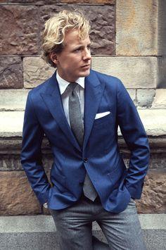 Gris anthracite et bleu, une combinaison qui marche toujours. Par Rose and Born - JAMAIS VULGAIRE, blog mode homme, magazine et relooking online