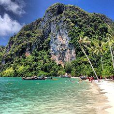 เกาะพีพี (Phi Phi Island)