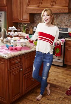 Bella Thorne (Barefoot in the kitchen HQ) : CelebrityFeet Sexy Hot Girls, Cute Girls, Bella Thorne And Zendaya, Bella Throne, Emily Vancamp, Barefoot Girls, Cute Girl Photo, Sienna Miller, German Girls