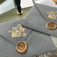 Ещё около 20 шт есть. Серые конверты 1419 см. #бумагаручнойработы #бумагаручноголитья #dikiyveresk_вналичии