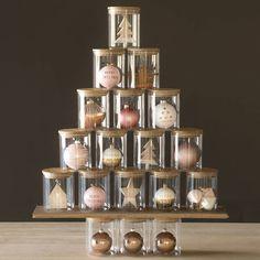 Faux sapin de Noël avec des boites
