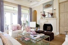 Linda sala morado y rosa