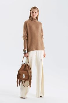 Ralph Lauren Pre-Fall 2015 Fashion Show Knitwear Fashion, Knit Fashion, Fashion Show, Fashion Looks, Womens Fashion, Fashion Design, Ralph Lauren Style, Ralph Lauren Collection, Vetements Clothing