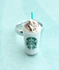 Café Starbucks, Starbucks Secret Menu, Starbucks Frappuccino, Starbucks Slime, Coffee Meme, Coffee Drinks, Coffee Cup, Coffee Sayings, Coffee Plant