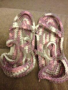 Indoor Sandals-AKA Summer Slippers Crochet Crafts, Crochet Projects, Summer Slippers, Flip Flops, Indoor, Sandals, Accessories, Shoes, Women