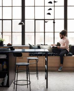 〚 Stunning modern oak kitchens by Ballingslov 〛 ◾ Photos ◾Ideas◾ Design Antique Dining Chairs, Wooden Dining Tables, Home Decor Kitchen, Kitchen Interior, Masculine Kitchen, Rustic Kitchen Cabinets, Kitchen Industrial, Industrial Loft, Loft Design