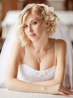 "40 Best Short Wedding Hairstyles That Make You Say ""Wow!"" 40 Best Short Wedding Hairstyles That Make Wedding Hairstyles For Medium Hair, Wavy Wedding Hair, Side Hairstyles, Wedding Hair And Makeup, Hairstyles Haircuts, Wedding Curls, Wedding Hairdos, Choppy Haircuts, Hairstyle Wedding"