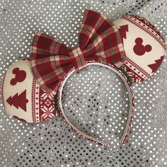 Disney Inspired Ugly Christmas Sweater Mickey / Minnie Mouse Ears - The Trend Disney Cartoon 2019 Disney Diy, Diy Disney Ears, Disney Mickey Ears, Disney Crafts, Disney Ideas, Disney Nerd, Disney Stuff, Disney Magic, Walt Disney