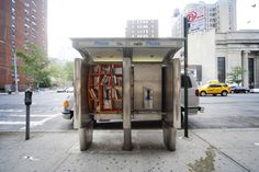 Library Booth This is definitely some amazing urban project. John Locke has created a public Library in certain places in New York. All these libraries are installed right at the public phone booths,. Mini Library, Little Library, Free Library, Library Ideas, Library Art, Local Library, John Locke, Architecture Design, Temporary Architecture