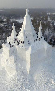 Comme chaque année, le Festival de sculpture sur glace et sur neige se tient à Harbin, ville située dans la province de la Mandchourie, dans le nord de la Chine. Des sculptures impressionnantes sont sorties de terre: châteaux, animaux ou encore figures historiques.
