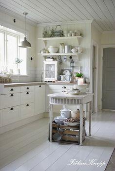 do i dare paint my oak floor white???? LOVE this room