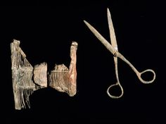 Delousing comb and scissors found on the Serçe Limani shipwreck.