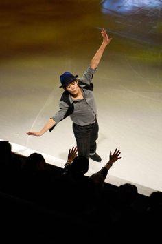 Oct 20, 2013; Detroit, MI, USA; Takahito Kozuka of Japan skates next to the crowd during the exhibition following the 2013 Skate America figure skating competition at Joe Louis Arena. Mandatory Credit: Raj Mehta-USA TODAY Sports (1024×1539)