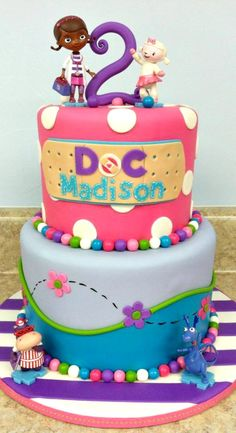 Doc McStuffins Cake little balls can be tiny gum balls Pretty Cakes, Cute Cakes, Beautiful Cakes, Amazing Cakes, Doc Mcstuffins Cake, Doc Mcstuffins Birthday Party, Torta Angel, Gateaux Cake, Character Cakes
