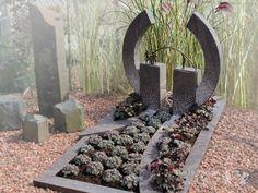Grafsteen met bronzen brug foto 1