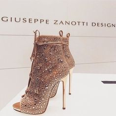 Top 7 Classy Women Heels Demanding Every Attention Daily I love everything about Shoes. This is a lovely model. The Best of high heels in