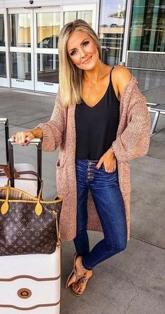 Brilliant Fall Outfits To Wear Now, Spring Outfits, Fall outfit + oversized cardigan + layering tank + skinny jeans. Mom Outfits, Trendy Outfits, Cute Outfits, Fashion Outfits, Cute Travel Outfits, Fall Travel Outfit, Fashion Ideas, Girls Weekend Outfits, Travelling Outfits
