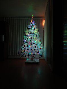 *Quitando en arbolito de Navidad*