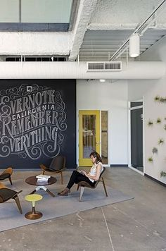 Feature wall, flexible meetup space