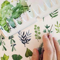 eine große familie ist wirklich von vorteil. während die große schwester schaut, kann mama mal wieder malen. . papier: @hahnemuehle_global burgund matt pinsel: cosmotop spin von @davinci_artistbrushes_official farbe: schmincke aquarell . #watercolor #studies #leafs #green #greenery #floral #wreath #aquarell #illustration #wip #workinprogress #illustrationow #läddergäng