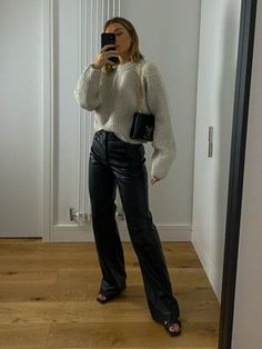 Jumper, Mom Jeans, Turtle Neck, App, Black And White, Check, Pants, Outfits, Shopping