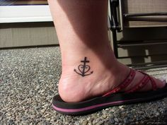 101 Sexy Ankle Tattoo Designs that will flaunt your Walk - Beste Tattoo Ideen Small Symbol Tattoos, Small Tattoos With Meaning, Small Wrist Tattoos, Ankle Tattoos, Tattoos For Women Small, Foot Tattoos, Sleeve Tattoos, Tasteful Tattoos, Sexy Tattoos
