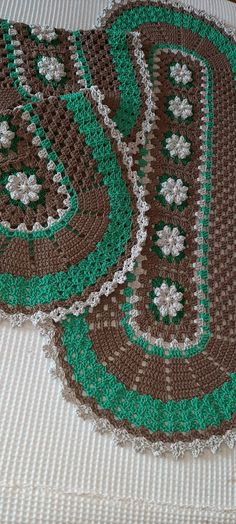 Crochet Table Mat, Filet Crochet, Table Runners, Crochet Patterns, Lily, Kids Rugs, Crafts, Home Decor, Crochet Rug Patterns