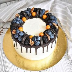 Oreo is synonymous with global chocolate-flavored biscuits. The recent Oreo + cake combination is very popular! Not only enrich the shape of the cake, but Fruit Birthday Cake, Cake Recipes, Dessert Recipes, Bolo Cake, Crazy Cakes, Dessert Decoration, Just Cakes, Drip Cakes, Occasion Cakes