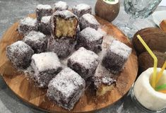 Lamingtons (εύκολα γλυκά, καρύδα-σοκολάτα)-featured_image Food Categories, Dessert Recipes, Desserts, Greek Recipes, Food Styling, Cheesecake, Cooking Recipes, Yummy Food, Sweets