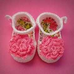 Sapato para bebê {Floral Rosa} $35