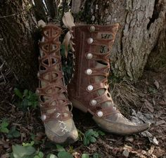 Cut-out strap gaiters elven boots. By lesfrivolites. [ -do they come in black :D]