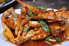 Danang market.Your trip to Da Nang won't be complete without the food tours. So what to eat during your days in Da Nang? Here are the top 5 best dishes that you shouyld try.SeafoodDa Nang is a coastal city which means seafood is the majorly in its cuisine. You will have a chance to experience de
