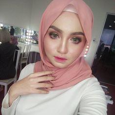 hijabi makeup #mantapjiwa Muslim Fashion, Hijab Fashion, Hijab Tutorial, Hijab Outfit, Makeup, Outfits, Style, Make Up, Swag