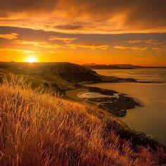 Beautiful sunset over #TasmaniasNorthWest coast captured by @simonsturzakerphotography. 😍