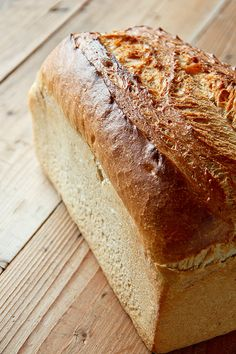 1. GANZES Brot (hier zu stark angeschnitten, aber die dunkle Kruste obendrauf kommt gut raus)