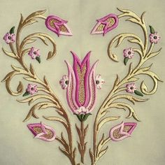 This Pin was discovered by müf Gold Embroidery, Embroidery Needles, Machine Embroidery Patterns, Crewel Embroidery, Hand Embroidery Designs, Brazilian Embroidery, Gold Work, Motif Floral, Ribbon Work